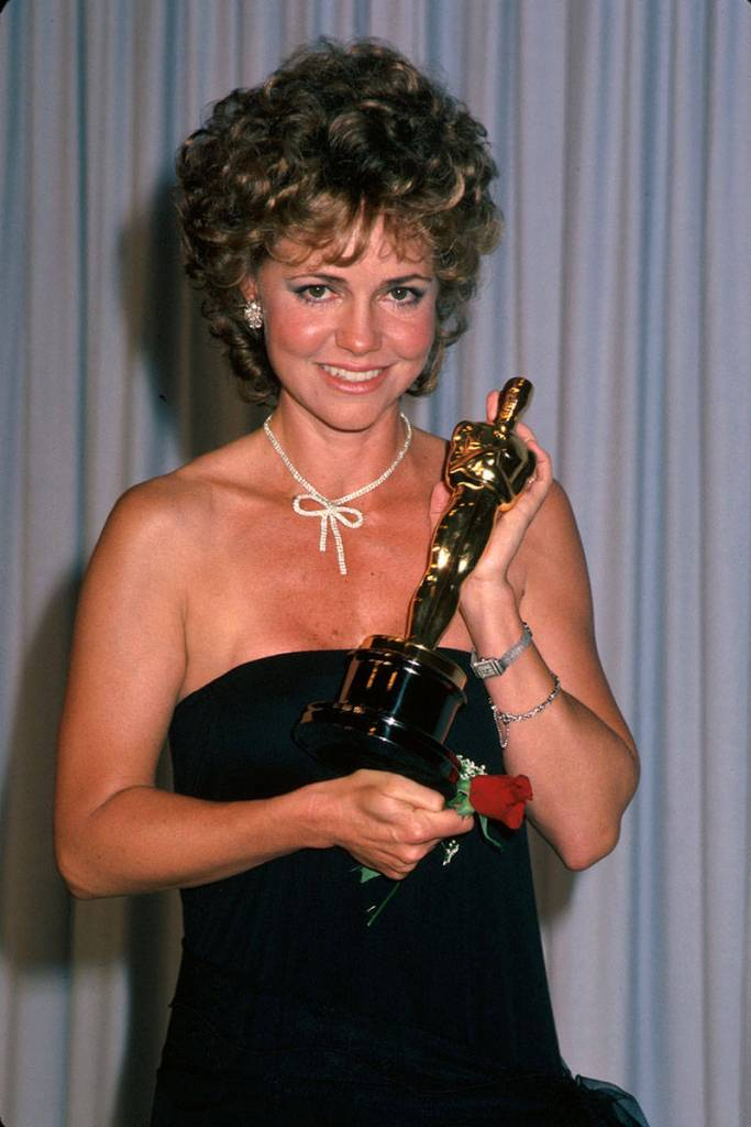 elle-21-oscars-dresses-sally-field-1985-v-xln