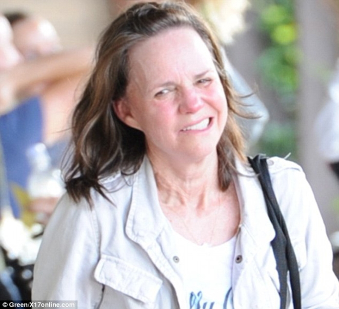 Sally Field Mrs Doubtfire Lincoln Actress Now Old Mess Ugly No Make Up Body Age Weight Skin Hair